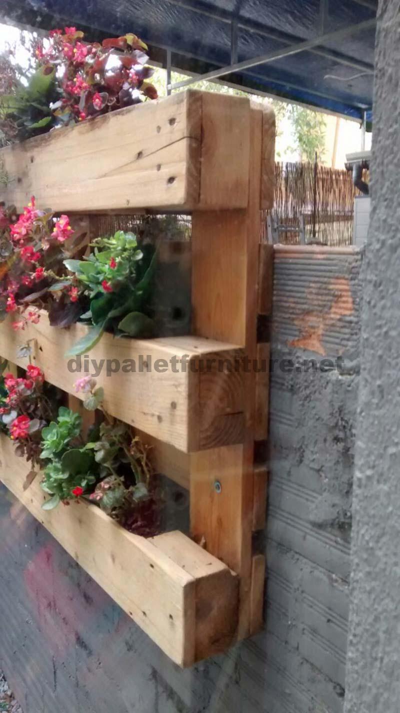 Decorazione di un piccolo cortile con i palletmobili con pallet mobili con pallet - Jardineras con palets de madera ...