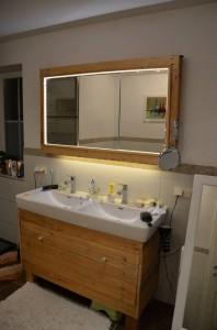 Lavello armadietto e specchio realizzato con pallet3
