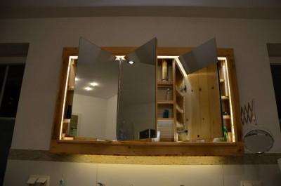 Lavello armadietto e specchio realizzato con pallet4