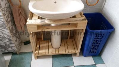 Mobili da bagno realizzato interamente in pallet1