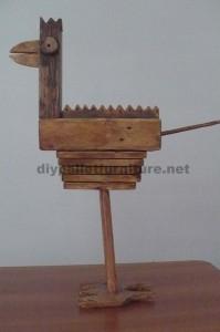 Sculture di uccelli realizzate con blocchi di pallet e tavole4