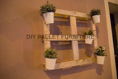 Un piantatore pallet per decorare l'ingresso della vostra casa2