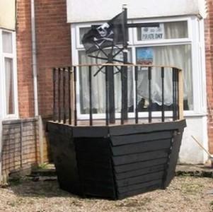 Una nave pirata realizzata con pallet5