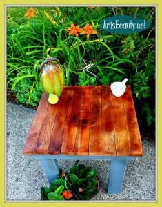 Come costruire un tavolino d'epoca per il giardino con pallet1