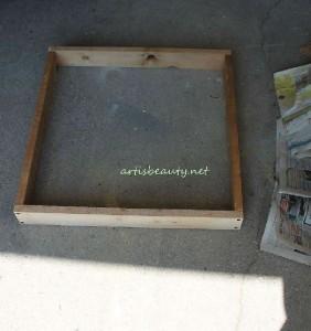 Come costruire un tavolino d'epoca per il giardino con pallet5