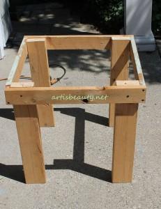 Come costruire un tavolino d'epoca per il giardino con pallet6