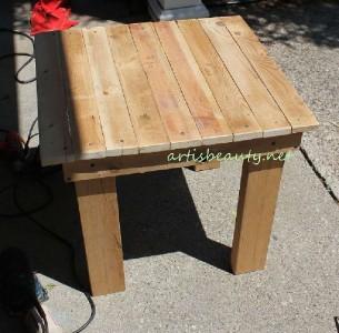 Come costruire un tavolino d'epoca per il giardino con pallet7