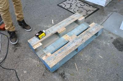 Come trasformare un pallet in una tavoli hipster per il soggiorno4