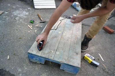 Come trasformare un pallet in una tavoli hipster per il soggiorno5