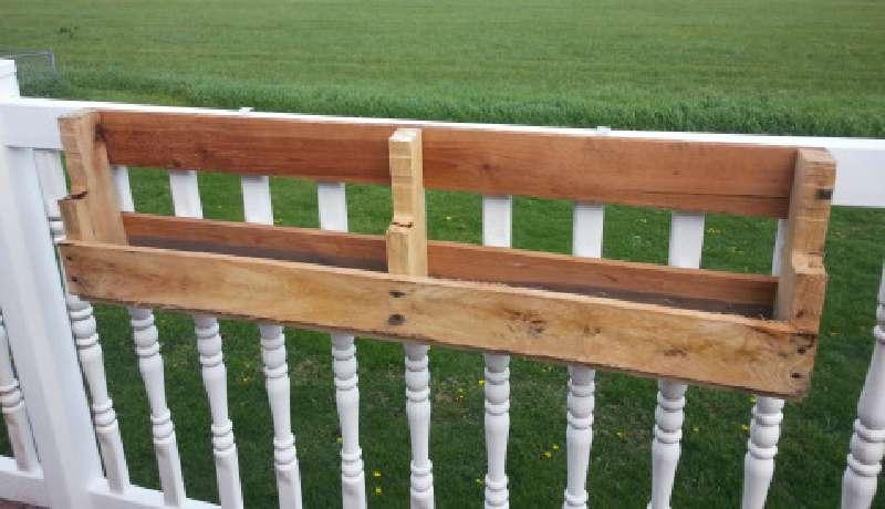 Costruire 2 fioriere per una recinzione con un for Costruire con i pallet