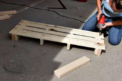 Istruzioni passo passo per costruire una scarpiera utilizzando pallets10