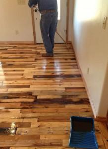 Istruzioni per spianare il pavimento della vostra casa con assi di pallet4