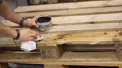 Istruzioni video di come fare un tavolo con 2 pallets2