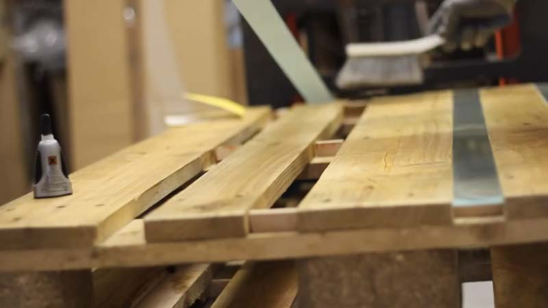 Istruzioni video di come fare un tavolo con 2 palletsmobili con pallet mobili con pallet - Costruire tavolo con pallet ...