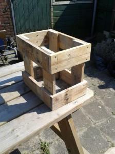 Le istruzioni per costruire uno sgabello con pallet2