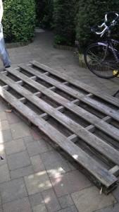 Le istruzioni su come costruire un comodino con pallet 2