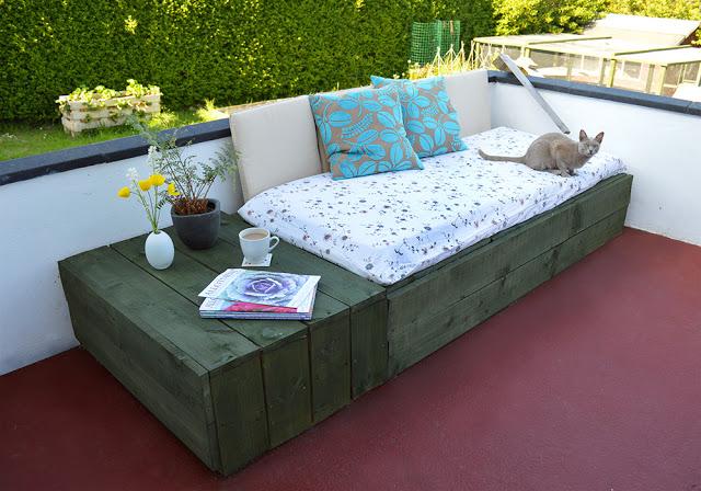 Le istruzioni su come fare un divano per la terrazza con - Divano pallet istruzioni ...