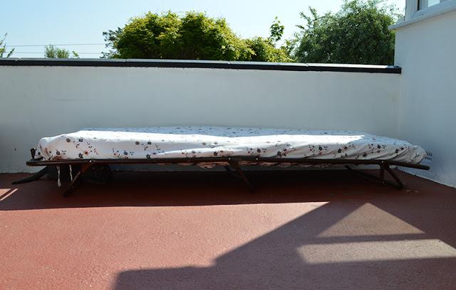 Le istruzioni su come fare un divano per la terrazza con palletmobili con pallet mobili con pallet - Divano fatto con materassi ...