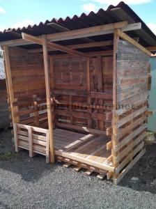 Shelter costruito con il legno riciclato