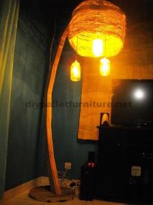 Struttura della lampada costruita utilizzando schede di pallet2