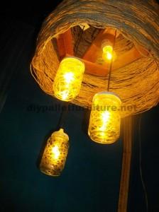 Struttura della lampada costruita utilizzando schede di pallet3