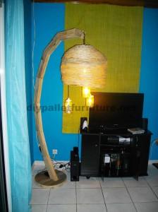Struttura della lampada costruita utilizzando schede di pallet4