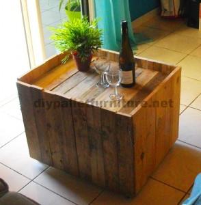 Table pliante auxiliaire pour les amateurs de vin, fait de palettes2