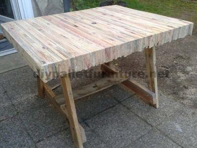 Tavolo costruito incollaggio tavole pallet
