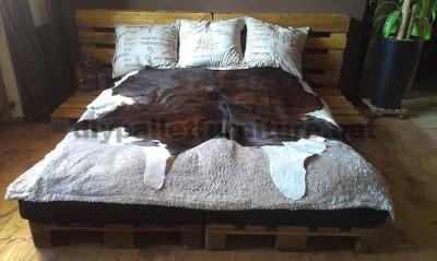 Un letto fatto solo con 6 pallet