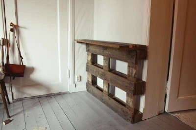 Un tavolo verticale originale costruito con 2 pallet4