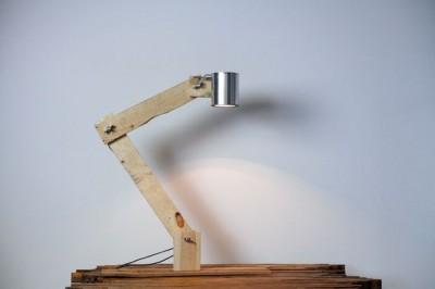 Come costruire una lampada da tavolo con flexo oggetti riciclati 1