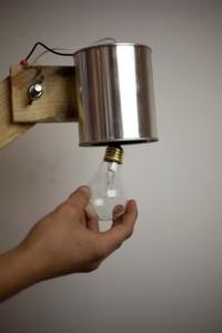 Come costruire una lampada da tavolo con flexo oggetti riciclati 10