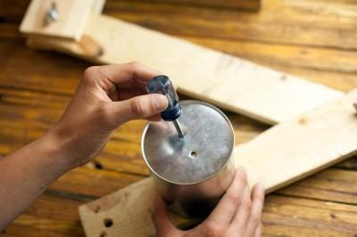 Come costruire una lampada da tavolo con flexo oggetti riciclati 5