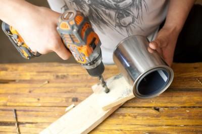 Come costruire una lampada da tavolo con flexo oggetti riciclati 7