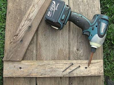 Costruire una persiana rustica per il vostro bagno con tavolo pallet 8