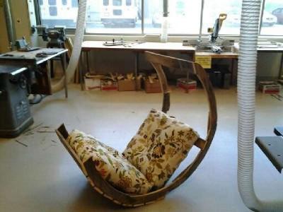 Istruzioni di come costruire una sedia a dondolo con pallet9