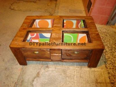 Tavolino con cassetti incluso