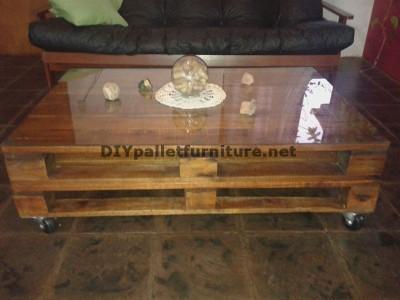 Tavolo in stile per il soggiorno con 2 pallets 1