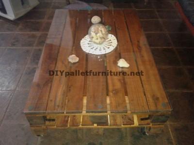 Tavolo in stile per il soggiorno con 2 pallets 2