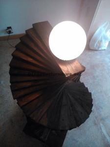 Lampada da terra stupefacente realizzato con pallet 1