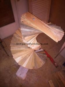 Lampada da terra stupefacente realizzato con pallet 2