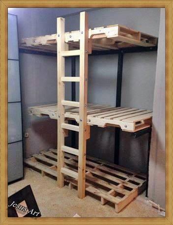 Letto a castello triple costruita con palletmobili con for Prezzo per costruire una casa con 3 camere da letto