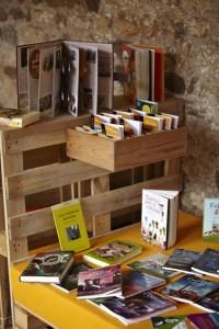 Monastero trasformato in una biblioteca temporanea grazie ai pallet 2