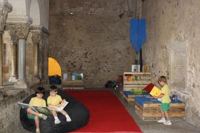 Monastero trasformato in una biblioteca temporanea grazie ai pallet 4