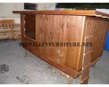 Pollaio costruito con legno di recupero