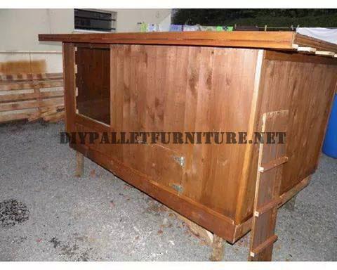 Pollaio costruito con legno di recuperomobili con pallet for Costruire un pollaio con i pallet
