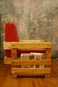 Ubik caffetteria, una libreria e un caffè arredato con oggetti di recupero 5