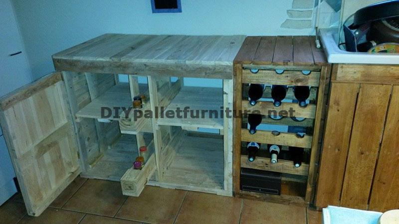 Cucina completamente arredata con palletmobili con pallet for Piani di casa del merluzzo cape modificati