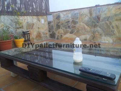 Divani rilassante terrazza e tavolo con illuminazione a LED costruiti con pallet 5