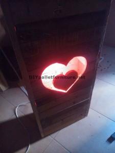 Lampada Valentine fatta con pallets 6